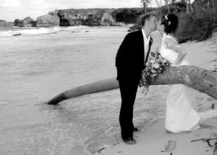 barbados-beach-kiss-bride-groom