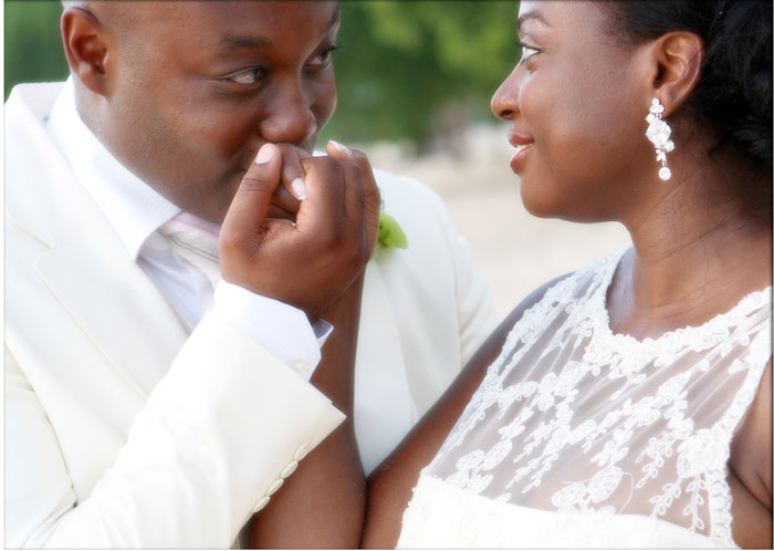 bride-groom-barbados-wedding-kissing