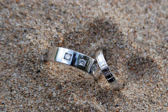 wedding-rings-in-sand